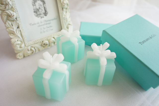 Present box candle present box candle m size negle Image collections