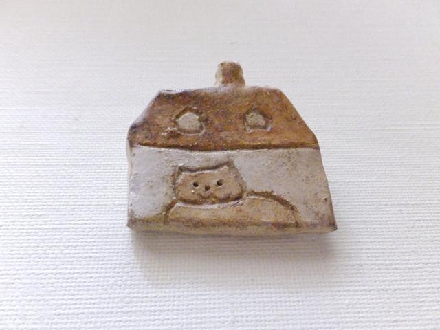 【Autumn Sale】家と猫さんブローチ(陶器風)