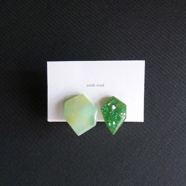 【水音色(Green)】×Deep green(shell) イヤーカフ