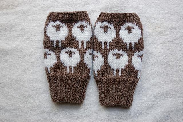 手編みの指なしミトン【ひつじ】