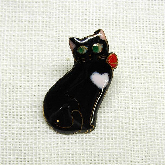 七宝焼ミニブローチ  ねこ2016 (赤いリボンの黒猫)