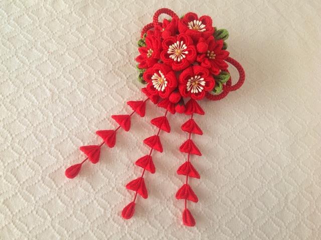 〈つまみ細工〉藤下がり付き梅と小菊と江戸打ち紐の髪飾り(赤)