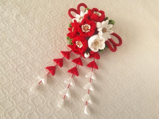 〈つまみ細工〉藤下がり付き梅と小菊と江戸打ち紐の髪飾り(赤と白)