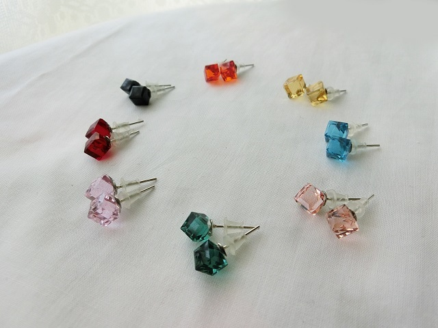 ☆選べる8色☆ガラスキューブピアス
