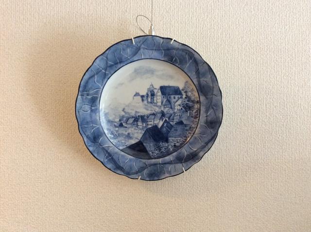 単色による風景画の絵皿