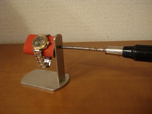 ドライバーでだ円パイプの角度を変えられるレッド時計スタンド
