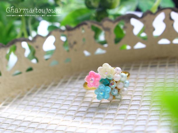 〔フリーリング〕3色小花の指輪