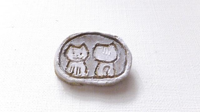 【Sale】鏡だよ猫さんブローチ(シルバー)(陶器風)