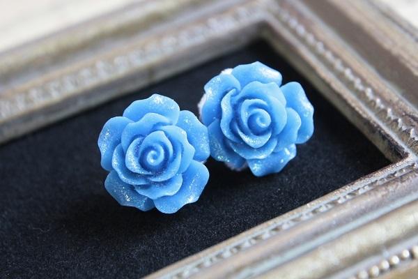 薔薇のピアス(ブルー)送料無料