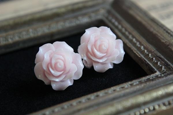 薔薇のピアス(ライトピンク)送料無料