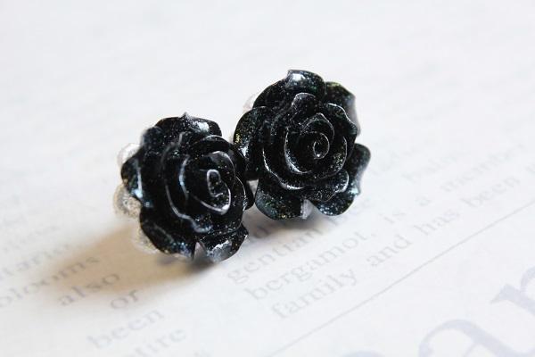 薔薇のピアス(ブラック)送料無料