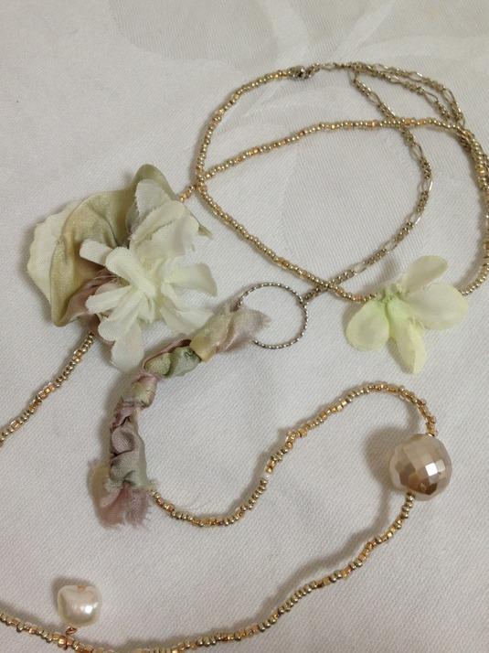 お花とパールのロングネックレス