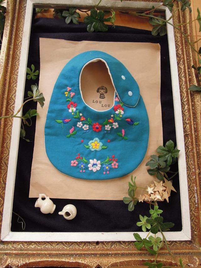 ★new 花モチーフ刺繍スタイ ダブルガーゼ  turquoise blue