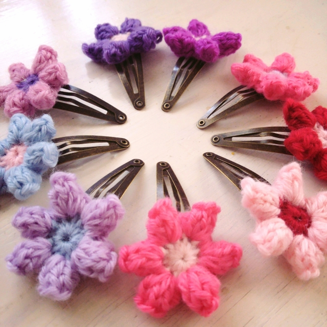 お好きな色2個セット?お花モチーフ 手編みのヘアクリップ (1)