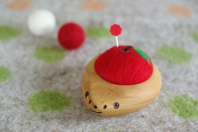 羊毛ピンクッション【針山】 はりねずみ りんご