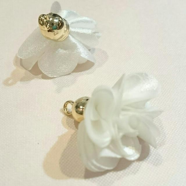 上品な花タッセル(ホワイト)