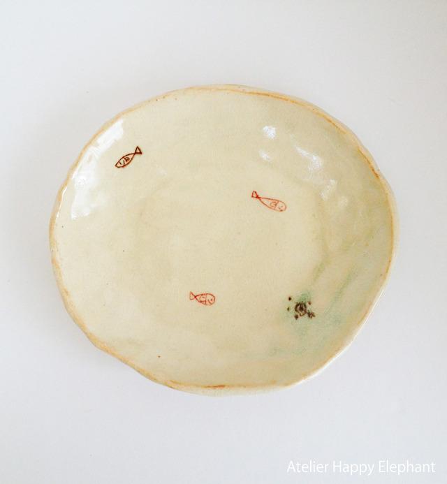 おさかな模様の小皿(てびねり)