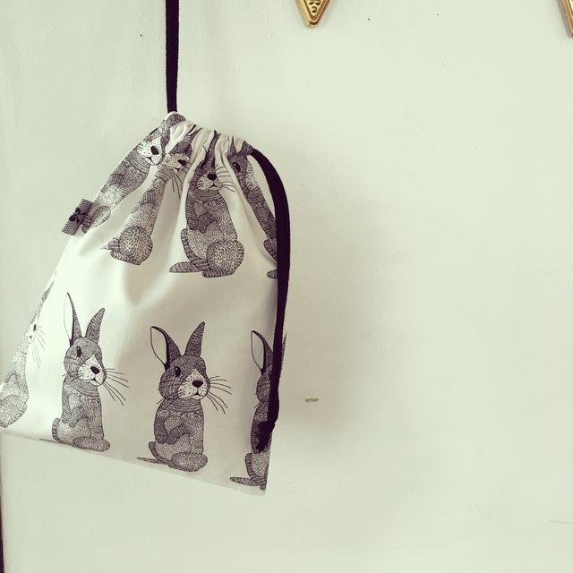 北欧ウサギ柄の巾着袋(BA-022)