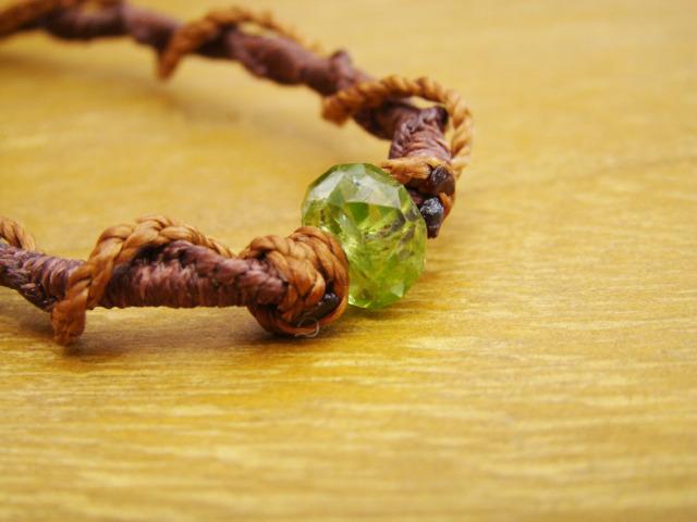 ペリドットのマクラメ編みネックレス