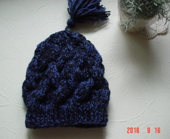 ☆彡巾広ケーブル模様のタッセル付帽子(黒&ブルーのツィード調)