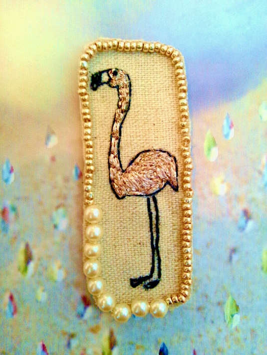 フラミンゴの刺繍ブローチ