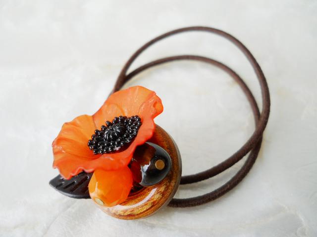 【ぶらん】ポピーと木製ボタンのヘアゴム〜オレンジ〜
