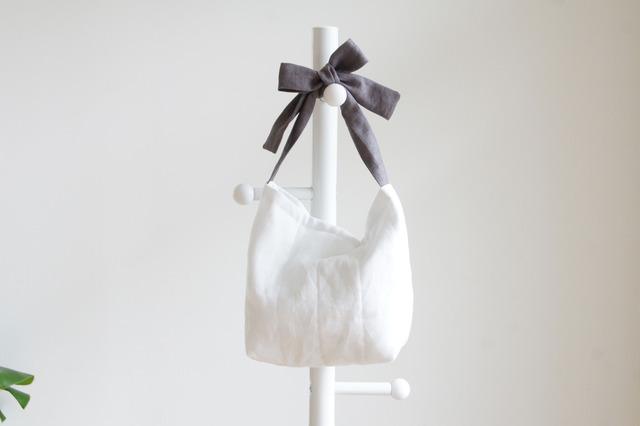 リネンキルティングリボンのバッグ(チャコールグレー )