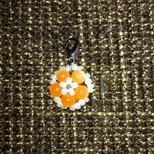 【送料込】オレンジ小花のチャーム