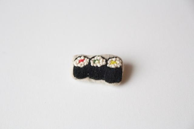 okome brooch【細巻き三銃士】