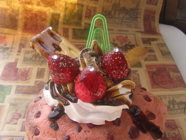 チョコソースがけ チョコ・チョコ・チップ カップケーキのメモスタンド  スイーツデコ