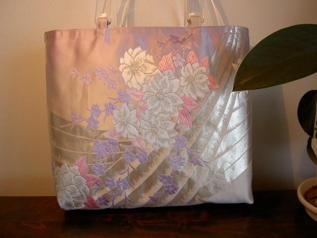 花束 銀の帯バッグ