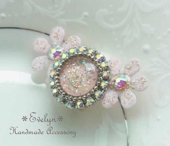 お花とサークルレジンのキラキラ*☆*゜イヤーカフ:ベビーピンク