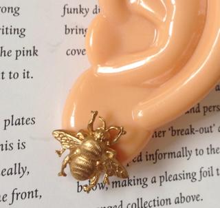 昆虫ピアス「蜂」