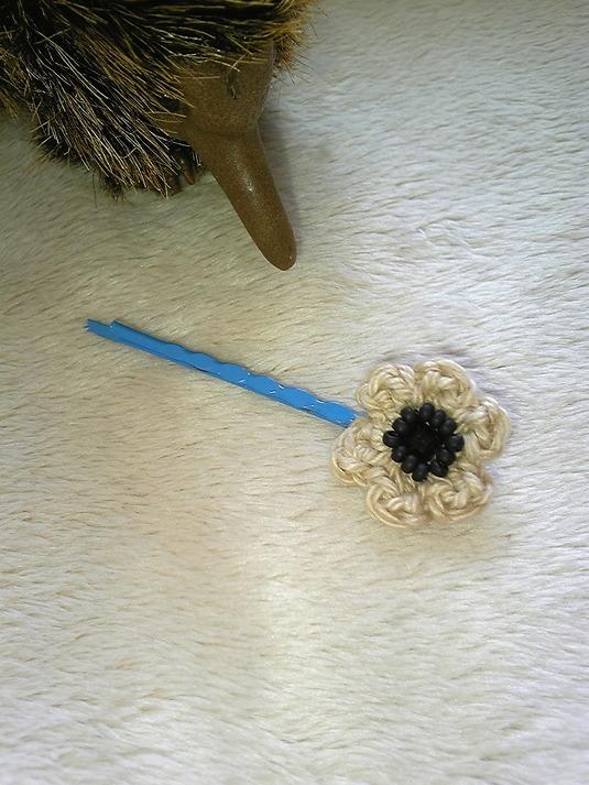 小さなお花のヘアピン(ブルー&ベージュ)