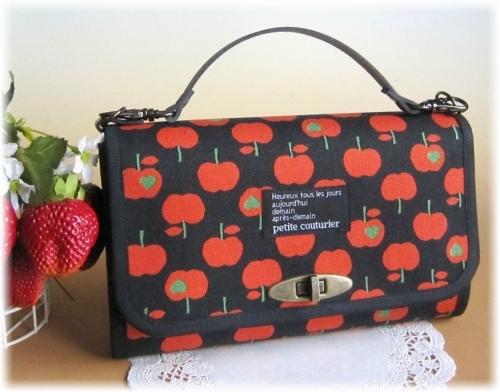 ブラック×リンゴのお財布バック
