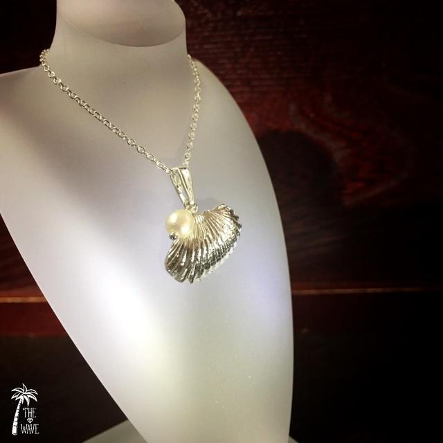 真珠とsilverシェルのネックレス