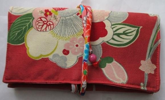 着物リメイク 花柄の着物で作った和風財布 1817