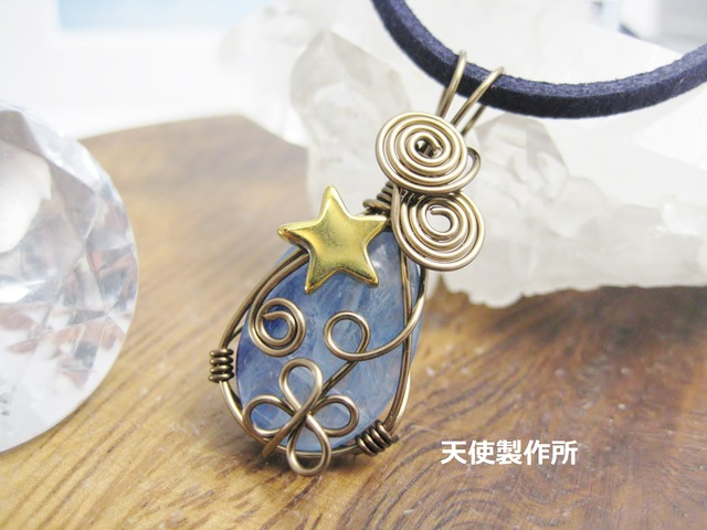 カイヤナイトと星のペンダント(G)
