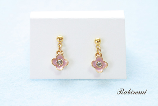 31-桃色小花のピアス