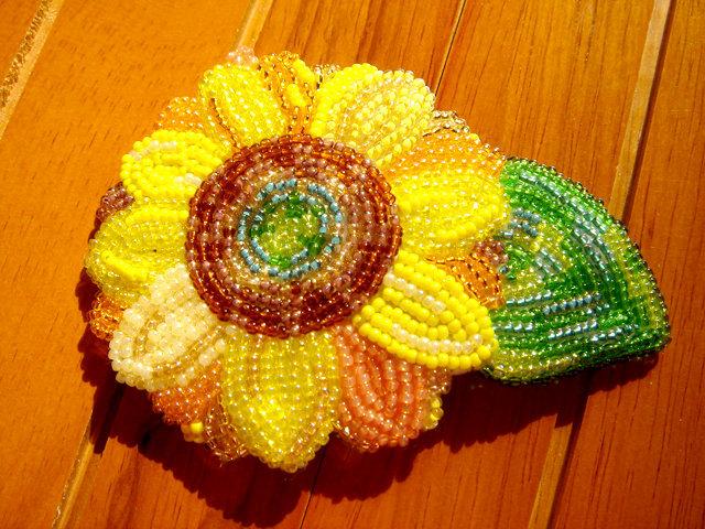油彩画風ビーズ刺繍のひまわりヘアピン