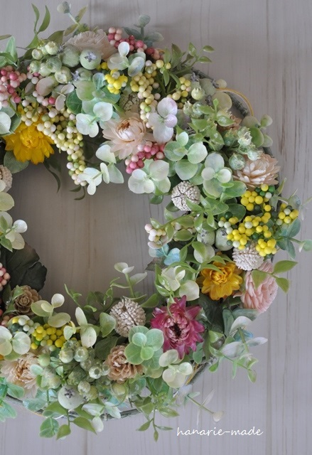 soft pink berry:wreath