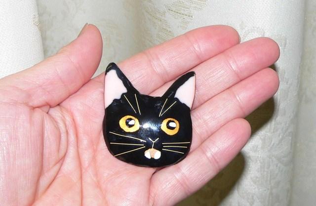 七宝焼・びっくり顔の黒猫