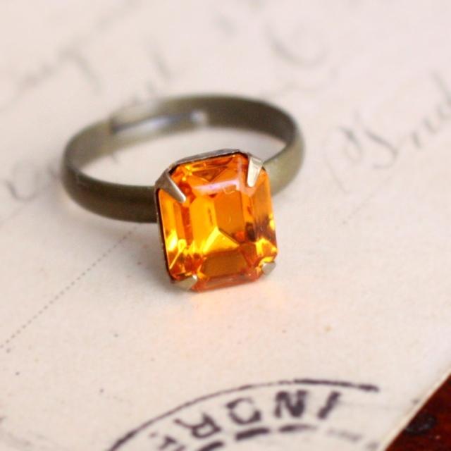 レモンティー色ヴィンテージガラスのリング