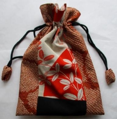着物リメイク 絞りの羽織と花柄の着物で作った巾着袋 1827