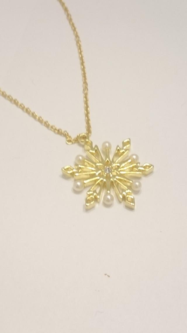 雪の結晶のゴールドネックレス