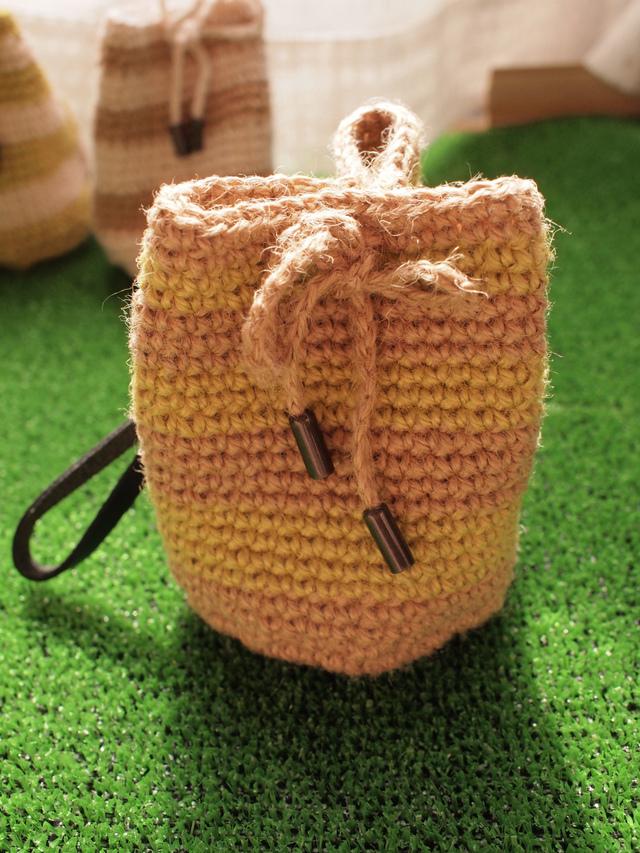 ストラップ付き底丸ボーダーの麻巾着【黄色×茶】