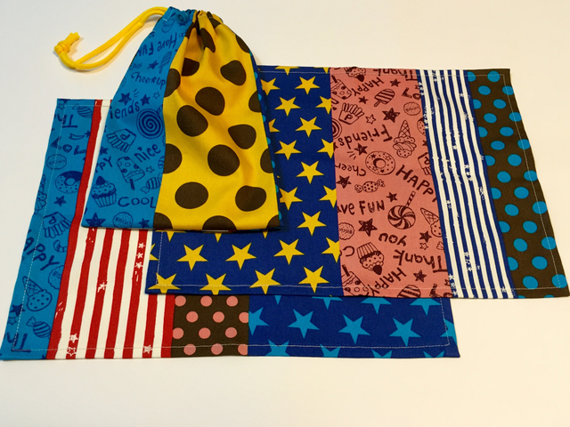 ポップカラーのランチョンマット2枚と巾着のセット(送料無料)