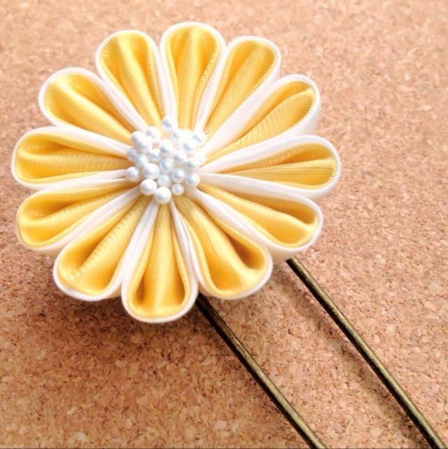 黄色いお花のショールピン