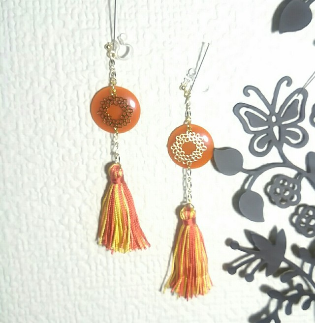 オレンジ色のタッセルピアス&イヤリング