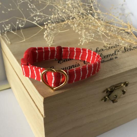 赤のクネクネストライプ 猫の首輪